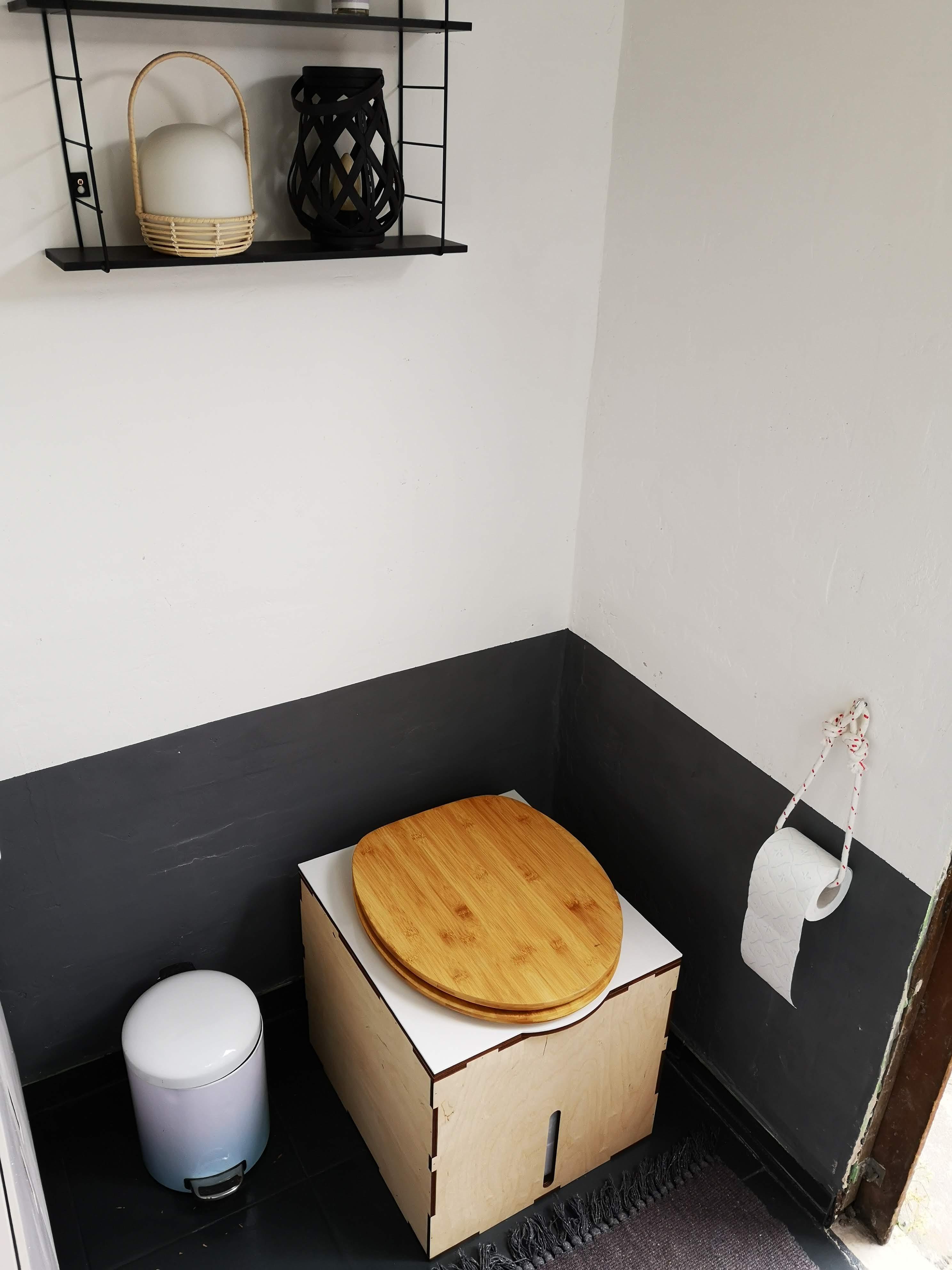 Kompost-Trenn-Toilette im Schrebergarten